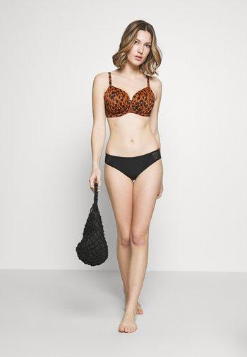 ROAR INSTINCT IDOL MOULDED - Bikini top - cognac/black