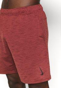 Nike Performance - YOGA - Korte broeken - redstone/bronze eclipse - 5
