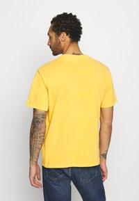 Levi's® - VINTAGE TEE - T-shirt basic - kumquat garment dye - 2