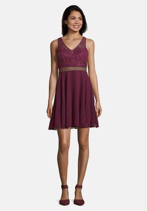 MIT CUT-OUTS - Cocktail dress / Party dress - shiny bordeaux