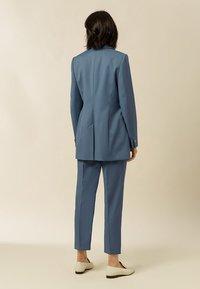 IVY & OAK - Short coat - smoked sapphire - 1