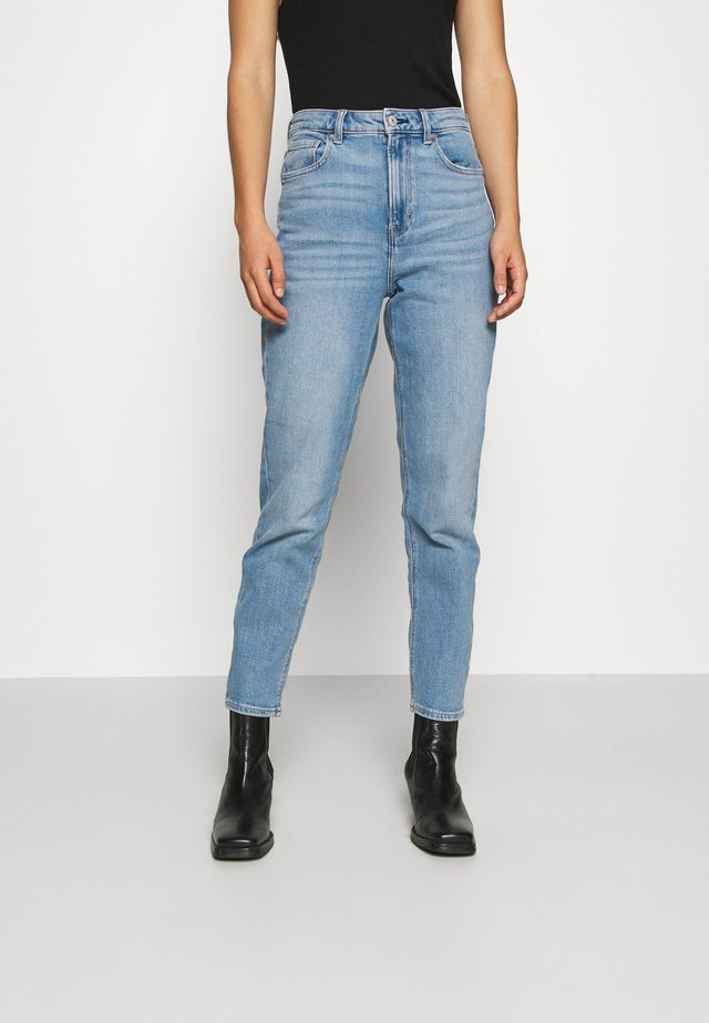 HIGHEST RISE MOM - Jean slim - powder blue