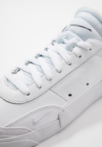 Nike Sportswear - DROP TYPE PRM - Sneakers laag - white/black