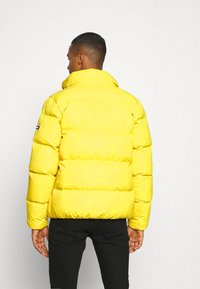 Tommy Jeans - TJM ESSENTIAL DOWN JACKET - Down jacket - valley yellow - 3