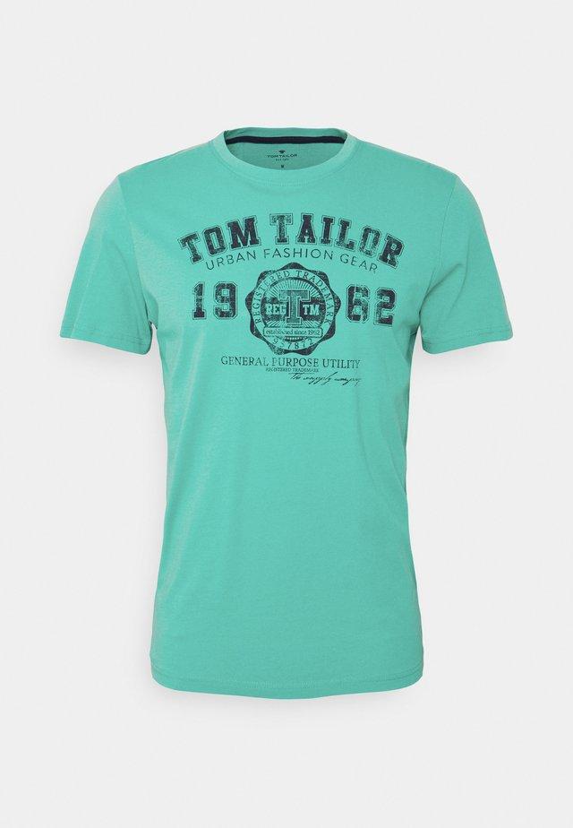 LOGO TEE - T-shirt imprimé - dusty aqua