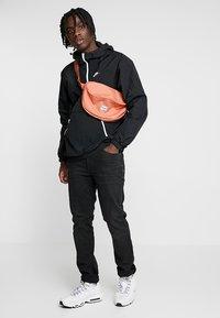 Nike Sportswear - Cortaviento - black/white - 1