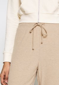 ONLY - ONLZOE LONG PANTS  - Tracksuit bottoms - beige - 5