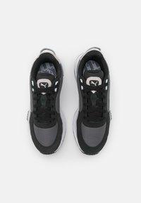 Puma - WILD RIDER ROLLIN UNISEX - Sneakers basse - black/castlerock - 3