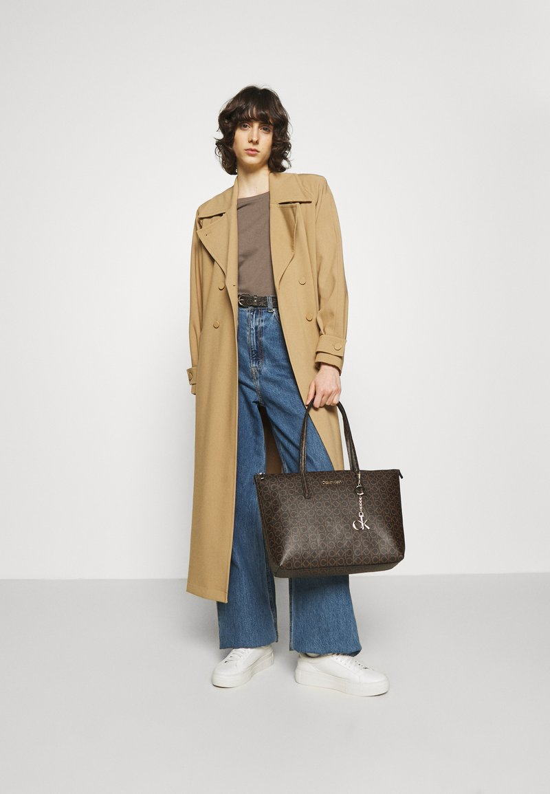 Calvin Klein - MONOGRAM - Kabelka - brown