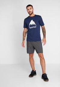 Burton - CLASSIC MOUNTAIN HIGH - Print T-shirt - dress blue - 1