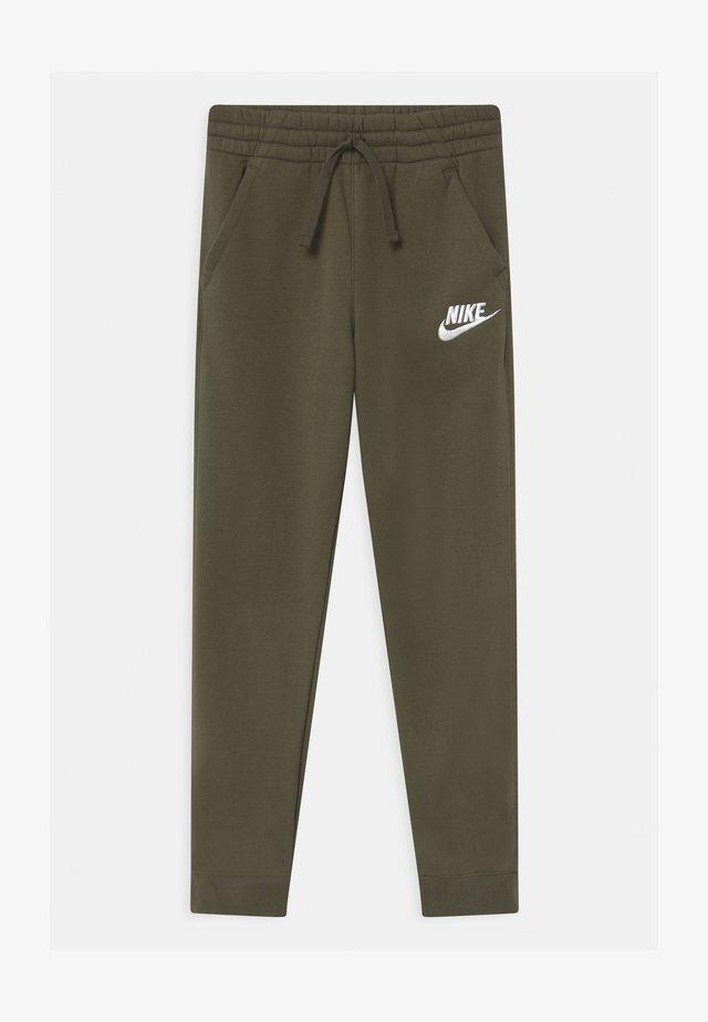 CLUB  - Pantalones deportivos - cargo khaki/white