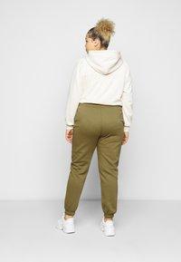 Pieces Curve - PCCHILLI PANTS - Trousers - martini olive - 2