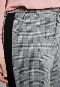 Zizzi - JMADDISON CROPPED PANT - Pantaloni - grey - 4