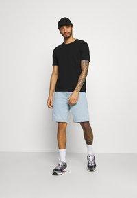 Karl Kani - Shorts di jeans - blue - 1