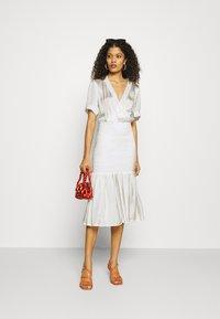 Résumé - DARLA DRESS - Denní šaty - white - 1