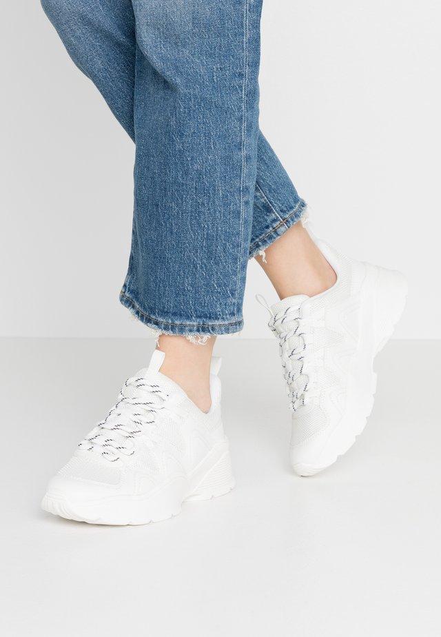 VEGAN SONIA - Sneakers basse - white