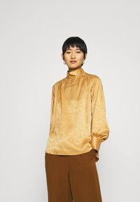 Closet - CLOSET HIGH NECK BLOUSE - Blouse - gold - 0