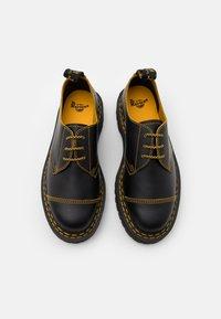 Dr. Martens - 1461 BEX UNISEX - Šněrovací boty - black/yellow/smooth slice - 3