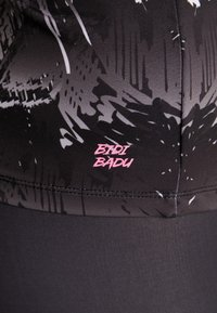 BIDI BADU - ARIANA TECH V-NECK LONGSLEEVE - Top sdlouhým rukávem - black/white - 5