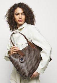 Emporio Armani - FRIDASHOPPING BAG - Handbag - moro/ecru/tabacco - 0