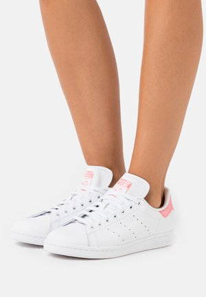 STAN SMITH SPORTS INSPIRED SHOES - Sneaker low - footwear white/signal pink