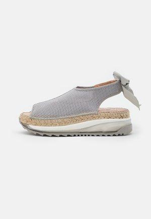 VILLA - Korkeakorkoiset sandaalit - gris