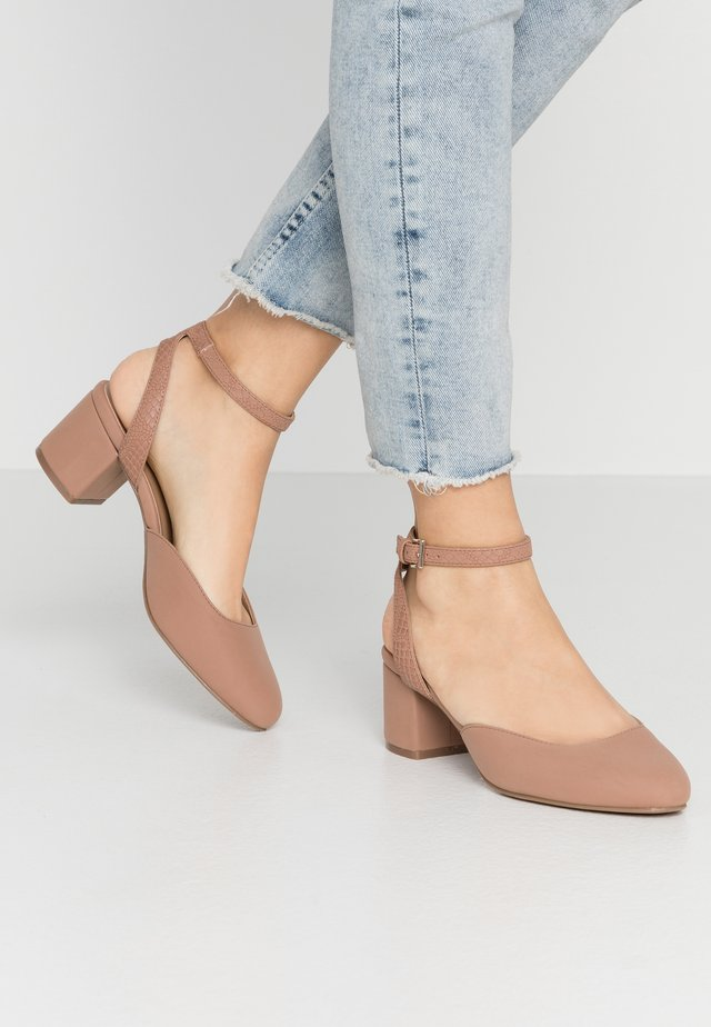 BUCKLEYA - Klassiske pumps - dark beige