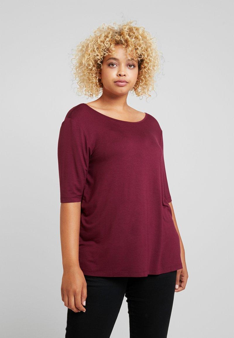 Zalando Essentials Curvy - T-shirt basic - zinfandel