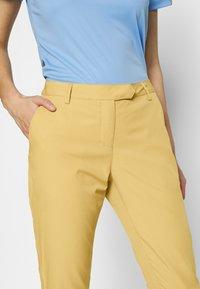 Cross Sportswear - SOLID - Chinosy - deep birch - 3