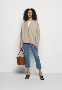 J Brand - SELENA MID RISE CROP BOOT - Jeans Skinny Fit - vivacious - 1