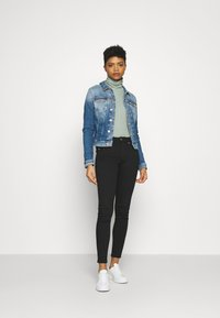 Tommy Jeans - VIVIANNE SLIM - Denim jacket - harlow mid blue stud - 1