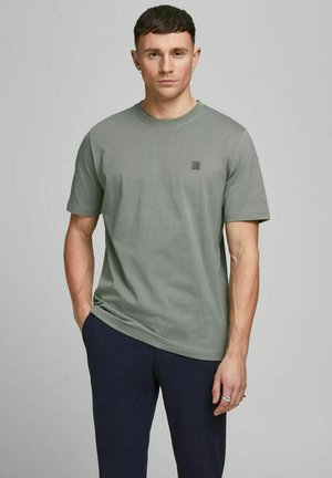 T-shirt basic - new sage/reg fit