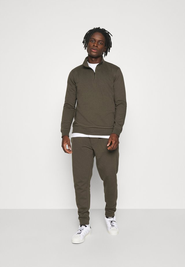 REGULAR FIT ZIP AND JOGGER SET - Mikina - khaki