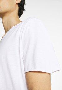 Selected Homme - SLHWYATT O NECK TEE  - T-shirt - bas - bright white - 7