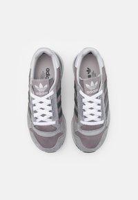 adidas Originals - ZX 500 UNISEX - Trainers - grey four/grey six/grey three - 5