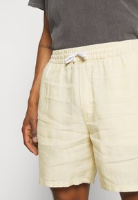 Weekday - OLSEN - Shorts - beige - 4