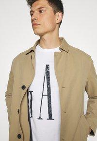 GAP - LOGO DISTRESS - Print T-shirt - white - 4