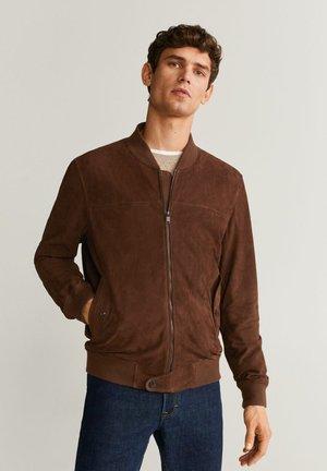 WILDLEDER-BOMBERJACKE MIT KONTRASTABSCHLÜSSEN - Leather jacket - schokolade
