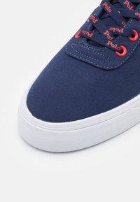 Polo Ralph Lauren - HANFORD - Sneakers laag - newport navy/red - 5