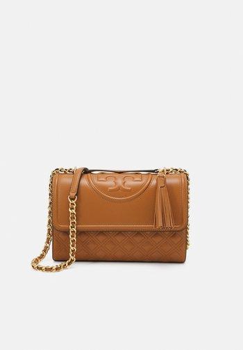FLEMING CONVERTIBLE SHOULDER BAG - Across body bag - kobicha
