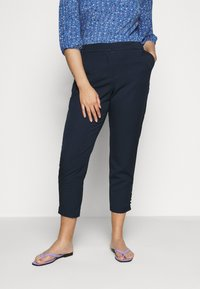JUNAROSE - by VERO MODA - JRGENTA TAILORED ANKLE PANTS - Trousers - navy blazer - 0
