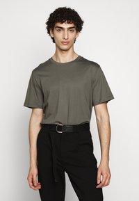Filippa K - SINGLE CLASSIC TEE - Basic T-shirt - green/grey - 0