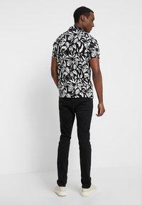 Pier One - Slim fit jeans - black - 2