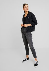 Topshop - MOM - Džíny Relaxed Fit - washed black
