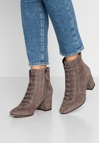 Bibi Lou Wide Fit - Ankle Boot - antracita - 0
