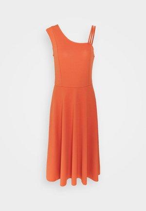 Denní šaty - cinnamon