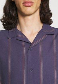 Cotton On - TEXTURED SHORT SLEEVE - Shirt - purple - 4