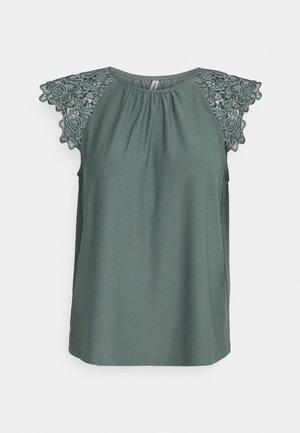 ONLSILJA LIFE NEW MIX - T-shirt imprimé - balsam green