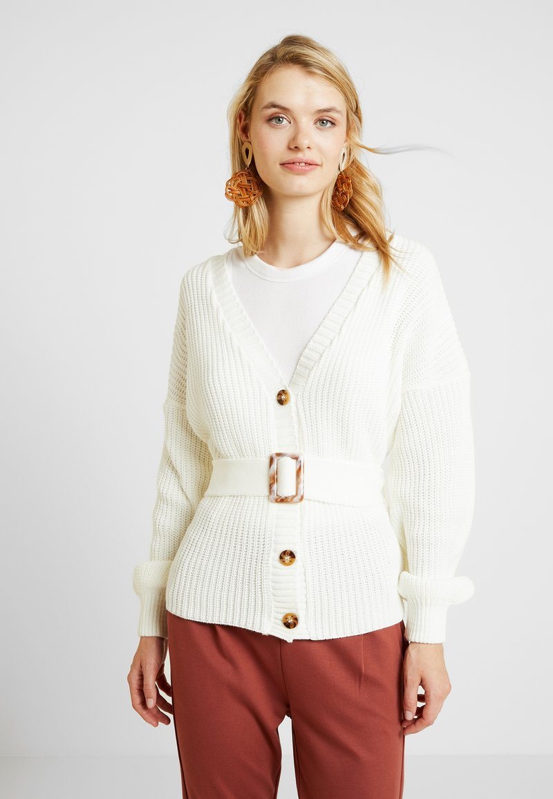 Missguided Tall - BELTED BUCKLE BALLOON SLEEVE CARDIGAN - Cardigan - cream