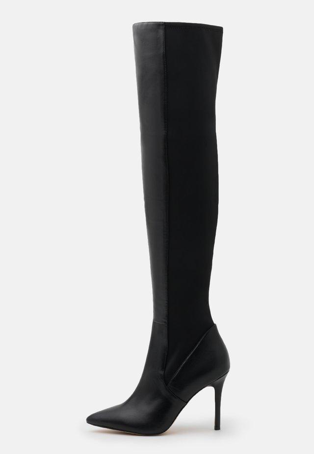 IDEEZA - Overknee laarzen - black